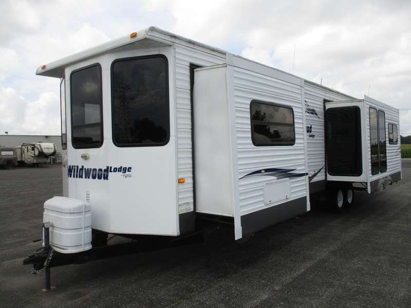 Travel Trailer - 3 Slide Outs Wildwood 403 FB