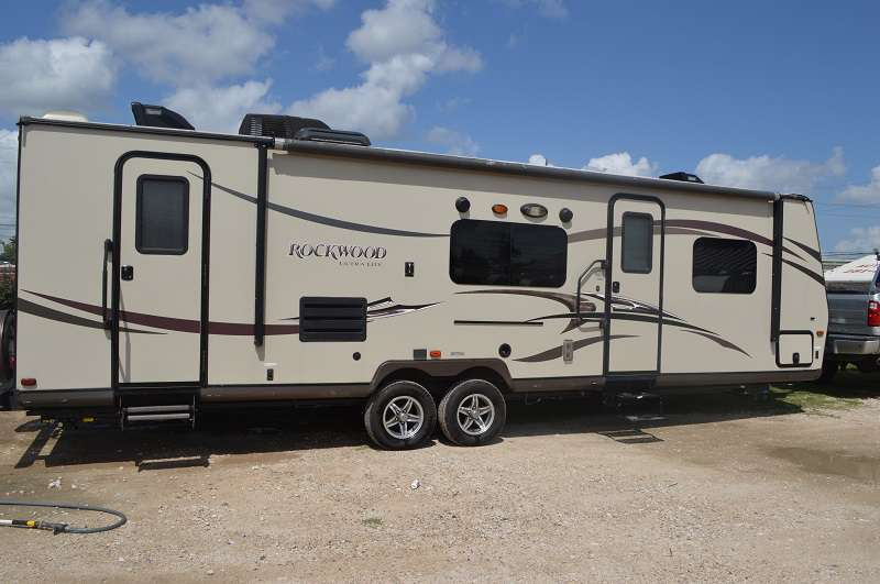 Travel Trailer - 1 Slide Out - Rockwood 2702SS