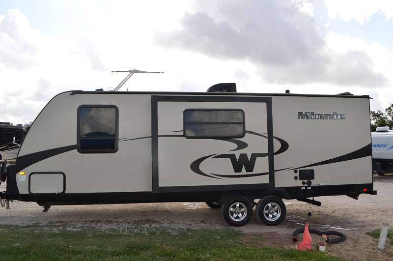 Travel Trailer - 1 Slide Out - Winnebago 2455BHS