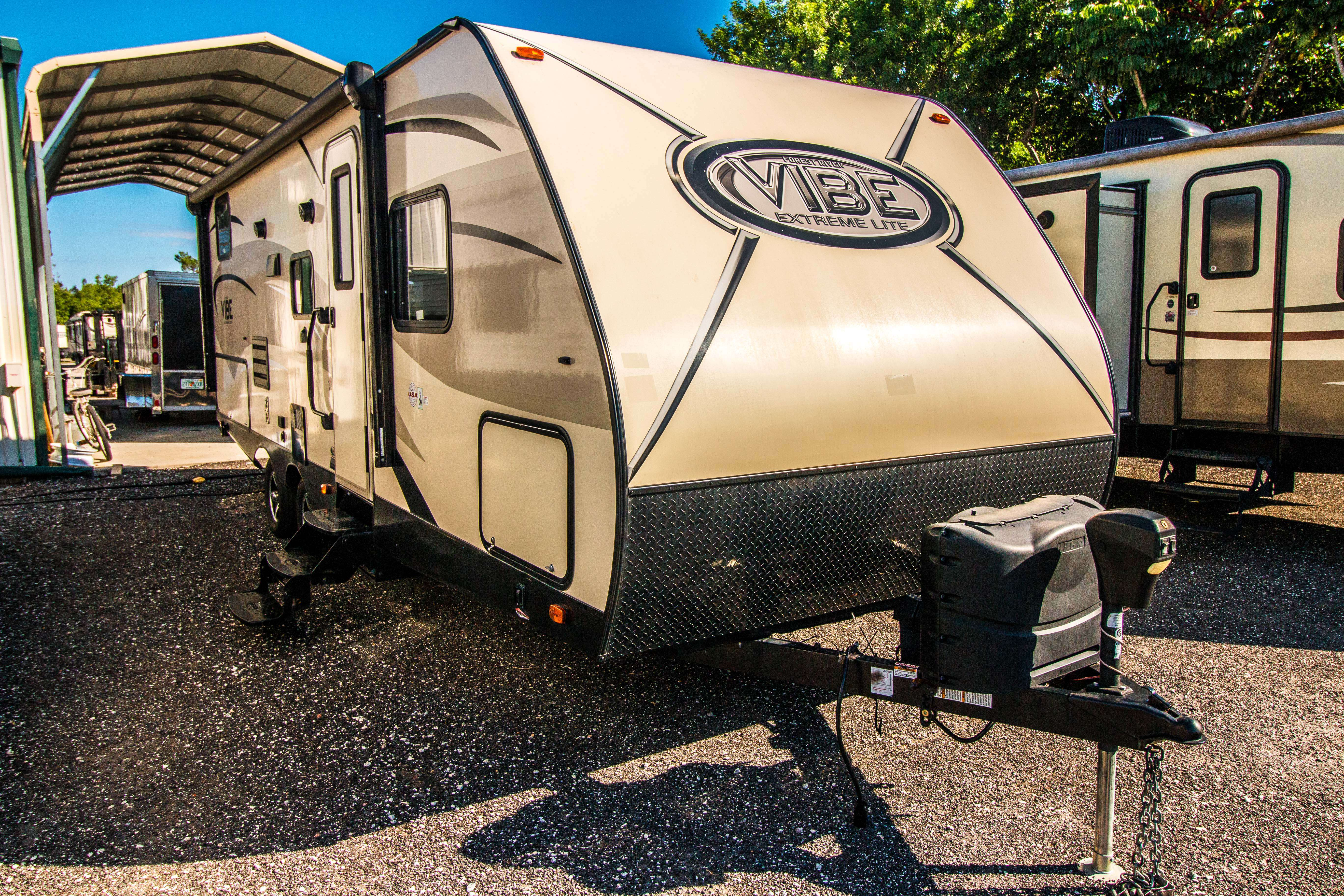 1 slide out travel trailer Vibe 234BHS