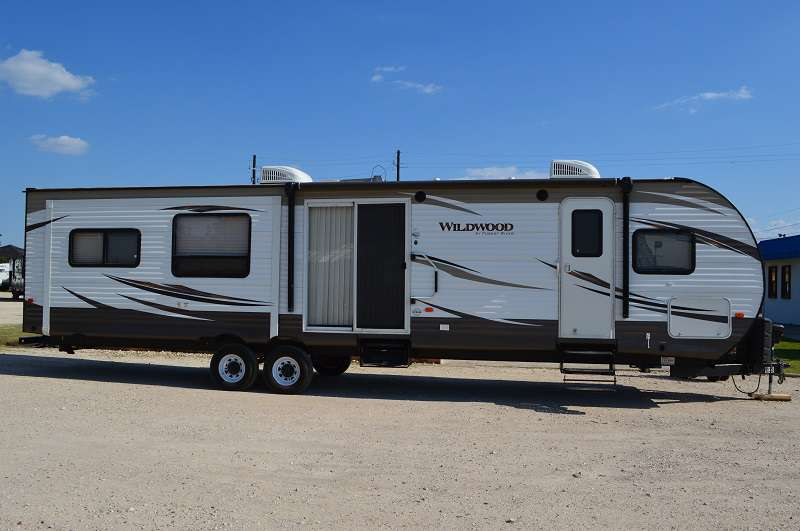 Travel Trailer - 2 Slide Outs - Wildwood 38RLT