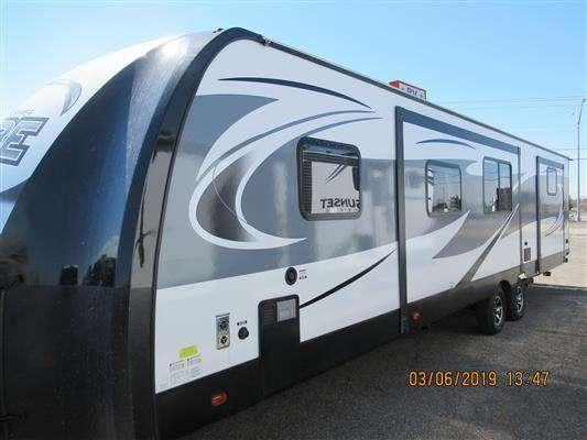Travel Trailer - 3 Slide Outs Bunkhouse Vibe 323 QBS